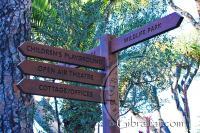 Poste de indicación en los Jardines Botánicos Alameda en Gibraltar