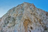Pared rocosa del Peñón, a lo largo de la Playa de Levante en Gibraltar