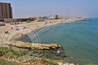 Vista sobre la Playa de Levante o Eastern Beach en Gibraltar