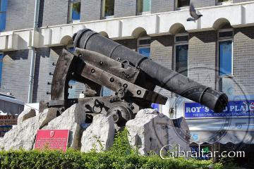 Carruaje del cañón de depresión Koehler en Casemates en Gibraltar