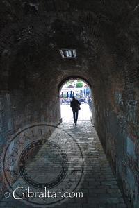 Entrada a la Plaza Casemates por el Water Gate en Gibraltar