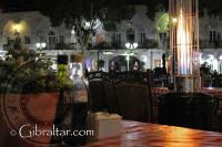 La Plaza Grand Casemates de noche en Gibraltar