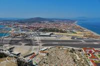 Vista de la pista de aterrizaje, desde los Túneles del Gran Asedio