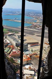 Vista a través de una portilla de los Túneles del Gran Asedio