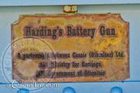 Placa con el nombre de la Batería Harding