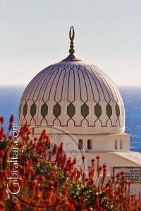 Luna creciente sobre la cúpula de la Mezquita de Gibraltar