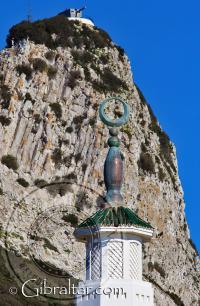 La luna creciente principal de la Mezquita de Gibraltar