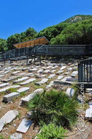 Cementerio de Jew's Gate o Puerta de los Judíos y el Peñón al fondo.