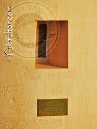 Place de Adelaide y ventana del Faro de Punta Europa