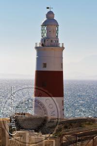 Vista hacia el sur del Faro de Trinidad en Punta Europa