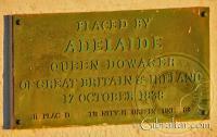 Placa colocada por la Reina Adelaida Dowager en 1838