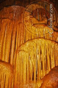 Cortinas y Coladas, en la Cueva Baja de San Miguel