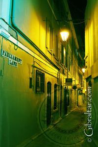 Imagen exterior tomada de la oficina de correos, situada en Main Street de Gibraltar.