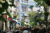 Vista hacia arriba de la Calle princial de Gibraltar
