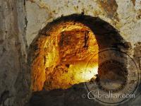 Entrada a una pequeña sala en el interior del Castillo Árabe