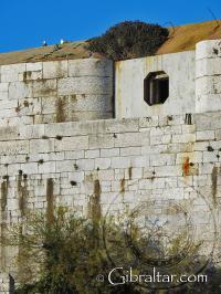 Muro de la parte posterior de la Fortaleza de Parson en Gibraltar