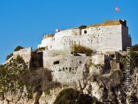 Vista amplia de la parte de atrás de la Fortaleza de Parson en Gibraltar