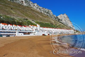 Complejo turístico 'Both Worlds' y la Bahía de Sandy beach, Gibraltar