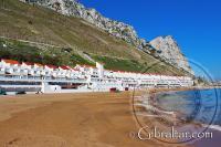 Both World y la Bahía de Sandy Beach en Gibraltar