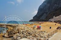 Verano en la Bahía de Sandy Beach en Gibraltar