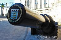 Cañón, de carga de cilindro estriado, dentro de las Puertas de Southport