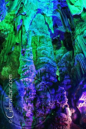 Espectaculares Columnas en la Cueva de San Miguel