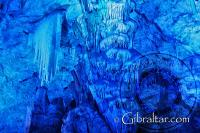 'Frozen waterfall' - cascada congelada -en el interior de la Cueva de San Miguel
