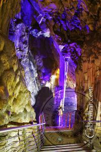 Laberinto de pasadizos en la Cueva de San Miguel
