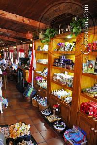 Tienda de regalos en la Cueva de San Miguel