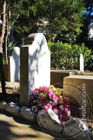 Flores en el Cementerio de Trafalgar