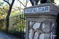 Pórton y pilar de entrada al Cementerio de Trafalgar