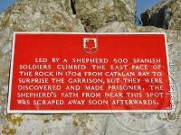 Placa del 1704, sobre un ataque fallido, en el Upper Rock