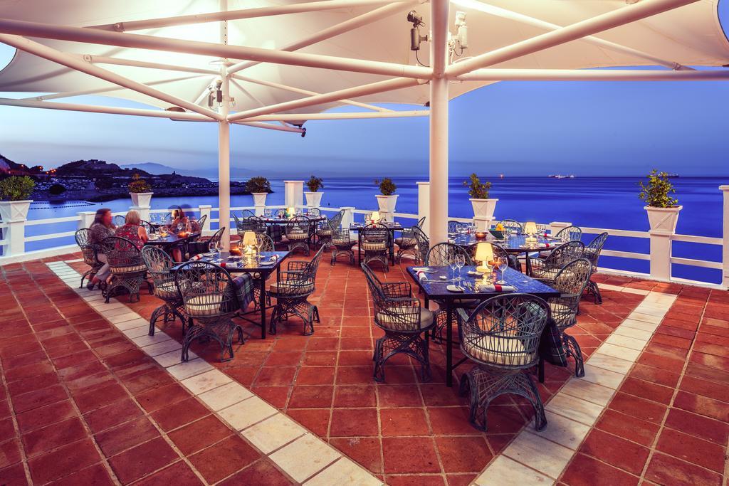 Enclavado a las orillas cerca de Catalan Bay en Gibraltar, en el lado este del Peñón, se ubica el Hotel Caleta. Es un hotel cálido y acogedor de 4 estrellas en Gibraltar, que atiende todas las necesidades de los viajeros más exigentes.